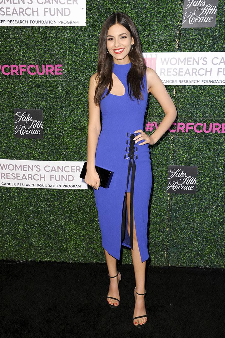 Victoria Justice con vestido lila
