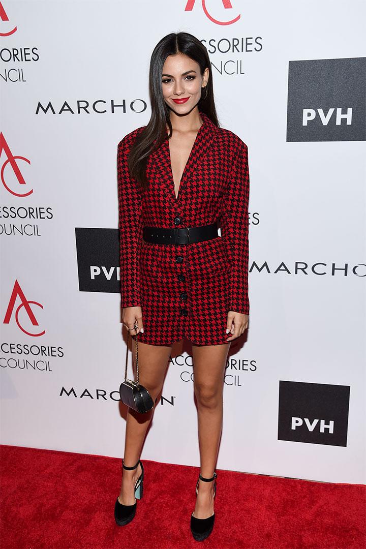 Victoria Justice con vestido de cuadros
