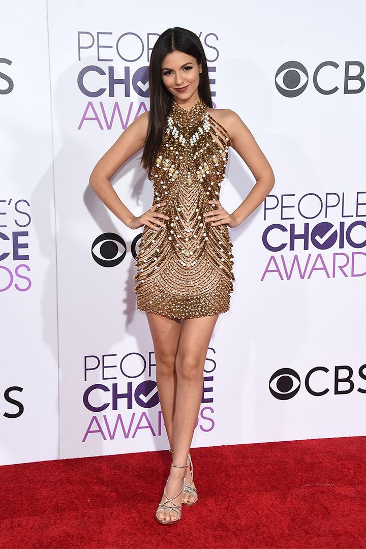 Victoria Justice con vestido joya