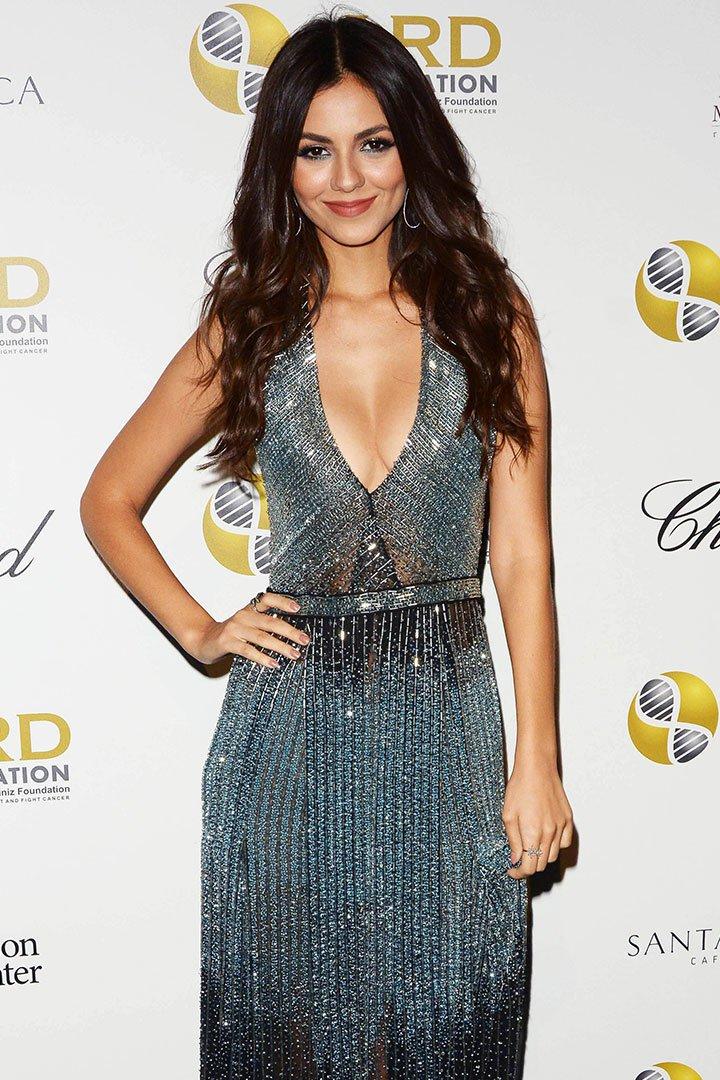 Victoria Justice con vestido de noche