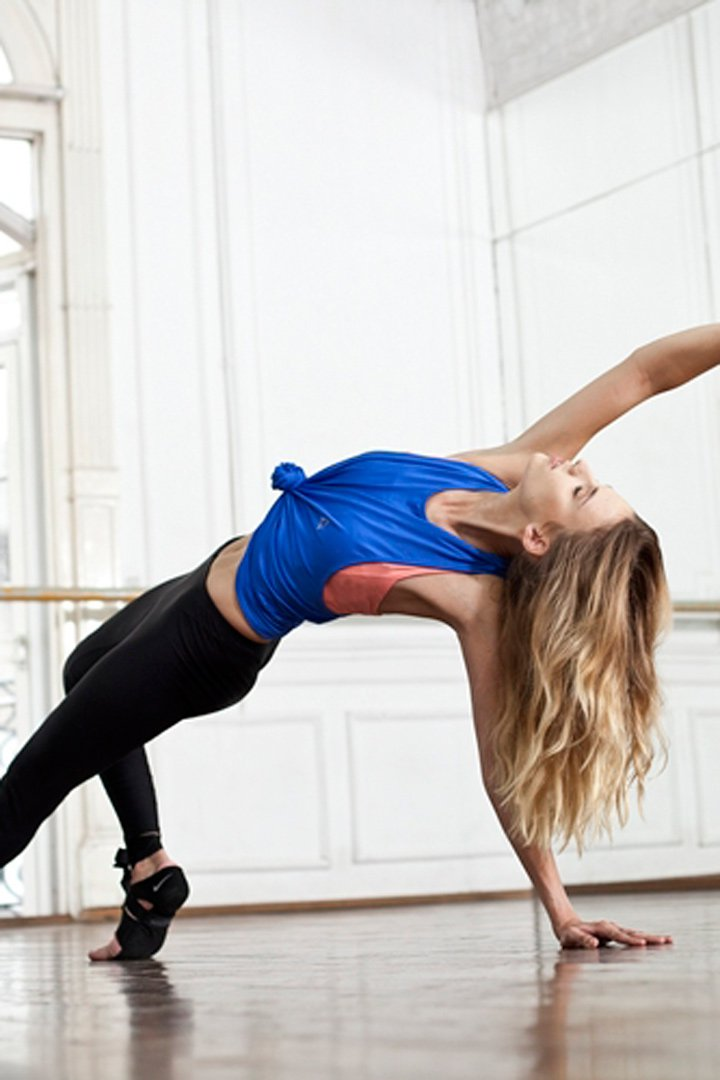Mujer practicando Yoga Booty Ballet