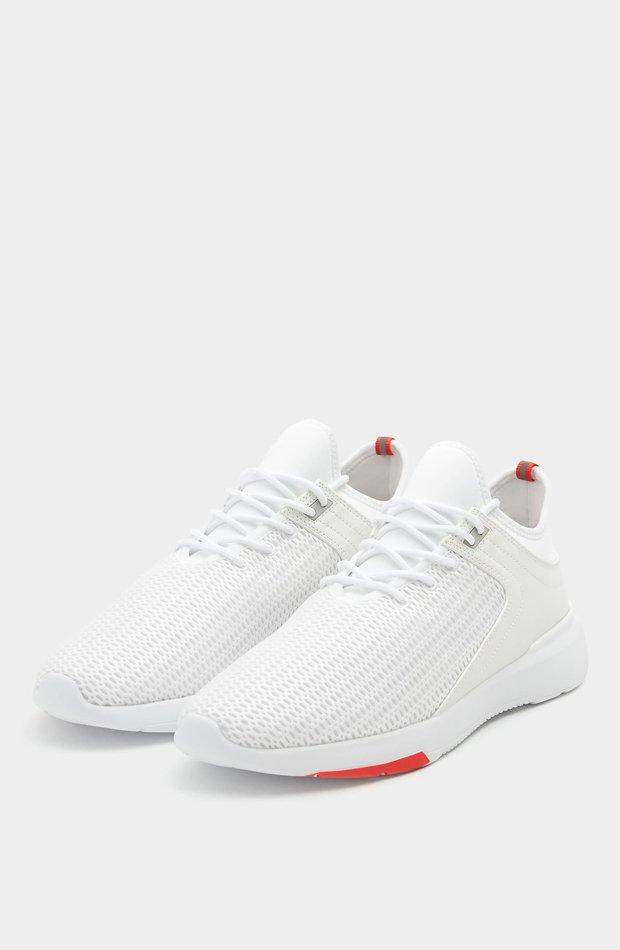 Deportivo calcetín blanco de Pull & Bear: tendencias masculinas 2019