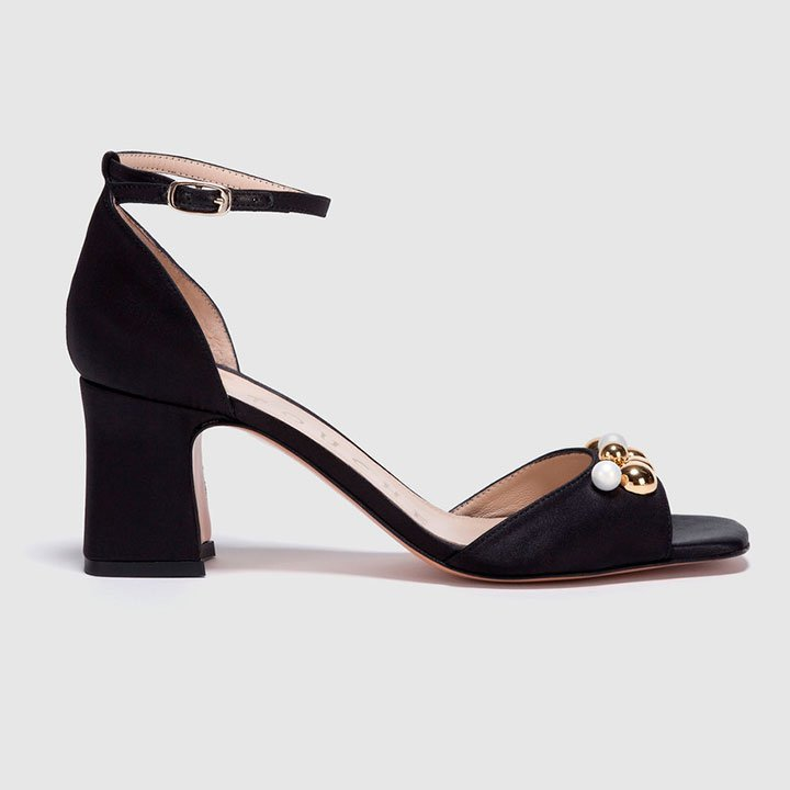 Sandalias negras de tacón bajo