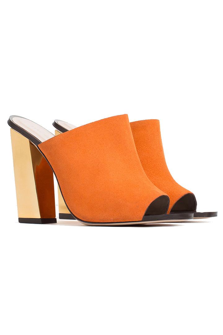 2b63514d0dd sandalia destalonada naranja y dorada