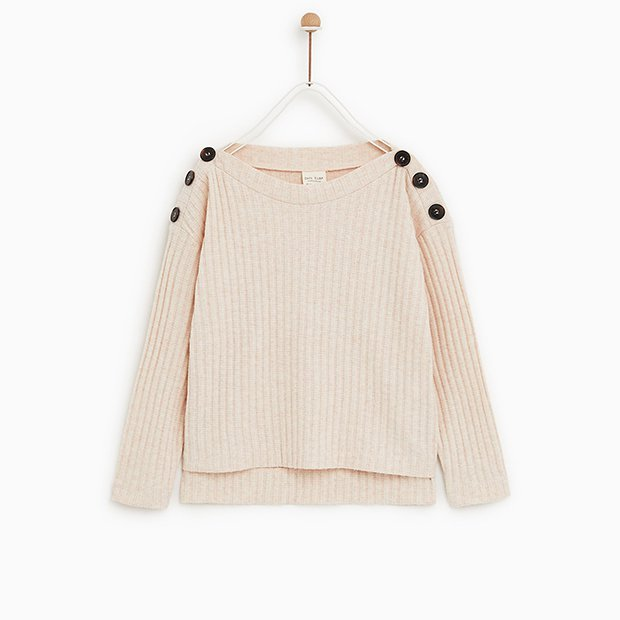 Camiseta de canalé con botones en el hombro