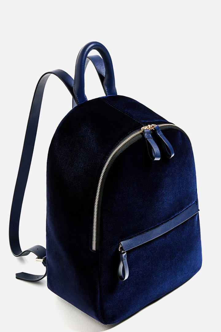 mochila azul de terciopelo accesorios zara otoño invierno