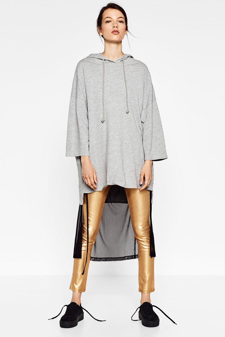 sudadera gris con largo trasero y capucha