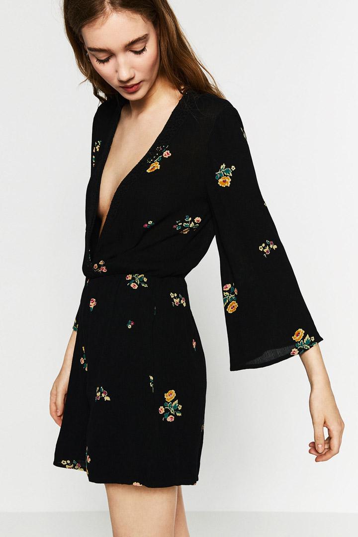 Vestido negro con flores zara