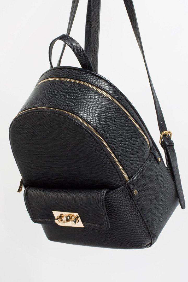 Mochila Negra efecto Cuero con cremallera Zara Online