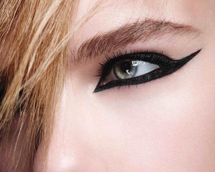 ©YSL Beauty Instagram. Faux Cils Effet Eyeliner