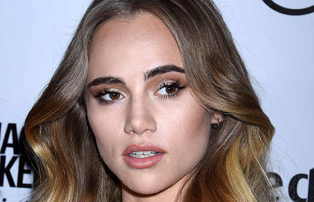 Suki Waterhouse maquillaje de ojos Eye contouring Yves Saint Laurent